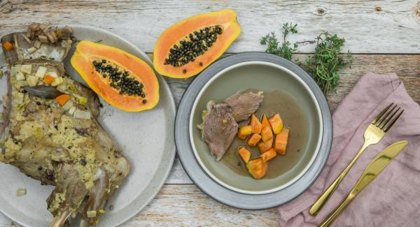 Paletilla de cordero con salsa de jengibre y papaya