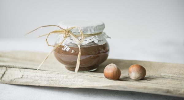 Crema casera de chocolate con avellanas