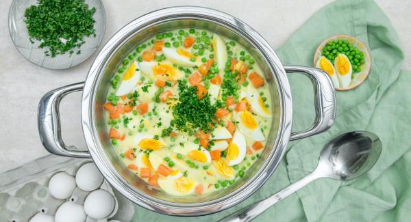 Huevos con verduras al curry