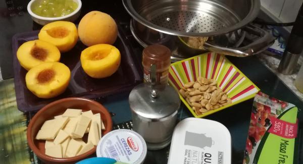 Preparar todos ingredientes,primero quitamos las pepitas de las uvas