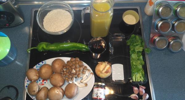 Preparamos todos los ingredientes así como la pieza para cocinar, la sabor de 28.