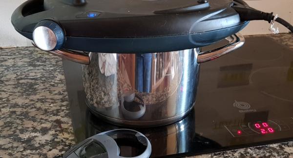 Una vez termine el horneado, apagamos el fuego y el navigenio y dejamos reposar con el calor residual 5' más