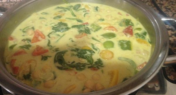 Se probaría y se le rectifica su sabor , por si falta, sal, curry o pimienta , siempre a gusto de cada uno.