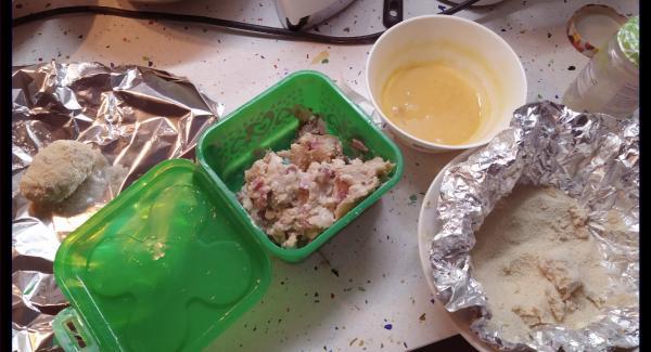 La dejamos reposar unas 2h( hasta que se enfríe) en la nevera. Luego hacemos la forma, la rebozamos en huevo y pan rallado