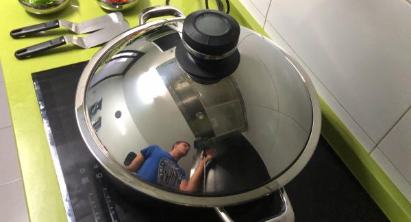 Ponemos a calentar el Wok en el Navigenio al 6 y el avisador (Audiotherm) en chuleta.